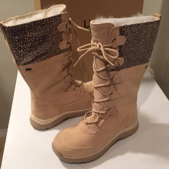 d03a3d37c4 New Ugg Atlason Frill laced Cream boots Sz 9 ❤ ☃️